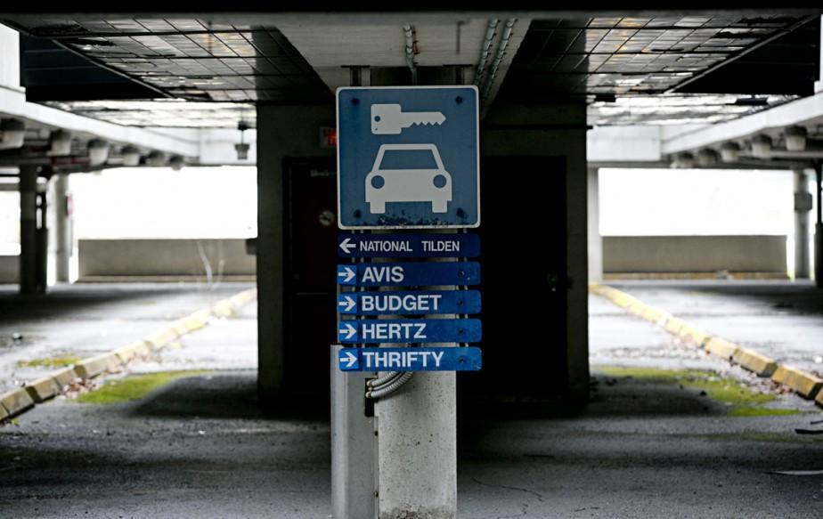 853062-stationnement-seule-affiche-subsiste-jadis