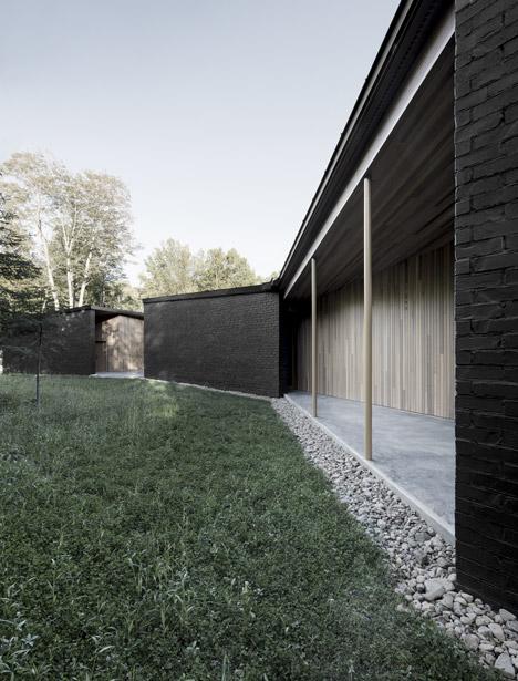 Lecran_House_by_Alain_Carle_Architecte_dezeen_468_2