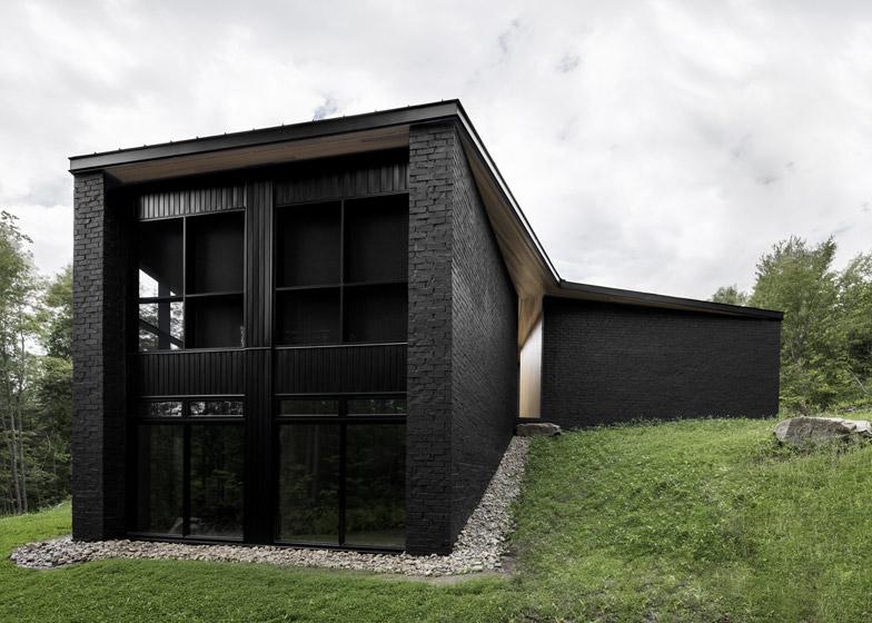 Lecran_House_by_Alain_Carle_Architecte_dezeen_784_3
