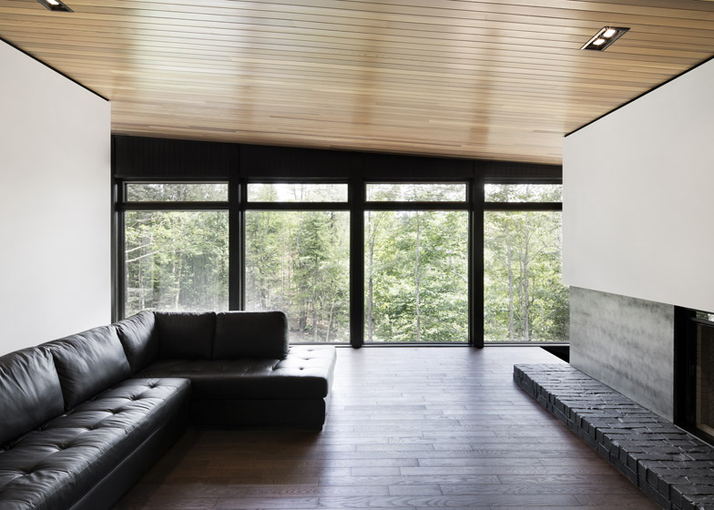 Lecran_House_by_Alain_Carle_Architecte_dezeen_784_6