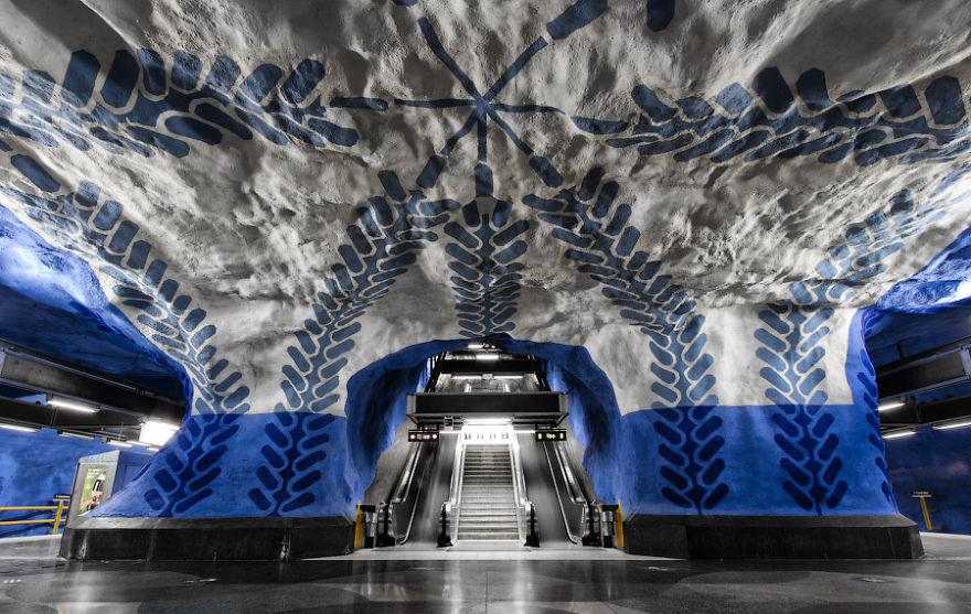 impressive-metro-subway-underground-stations-12__880