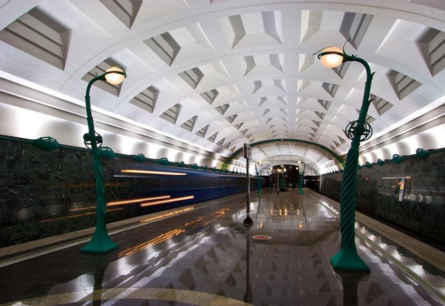impressive-metro-subway-underground-stations-42__880
