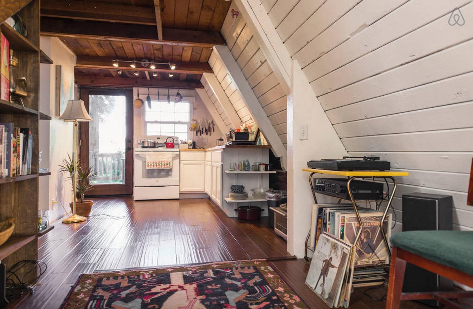Cabin-Redwoods-Joli-Joli-Design-Cabine-10