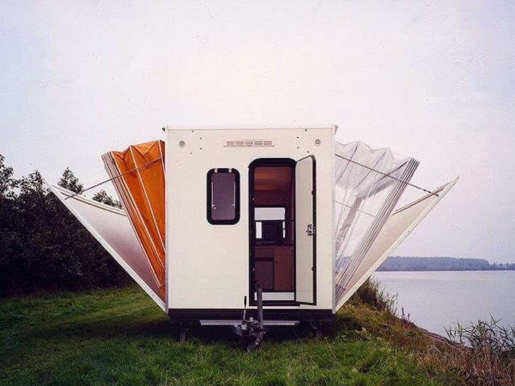 De-Markies-trailer-half-expanded