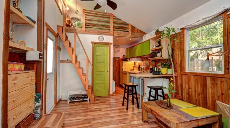 mini maison quebec vendre 02. Black Bedroom Furniture Sets. Home Design Ideas