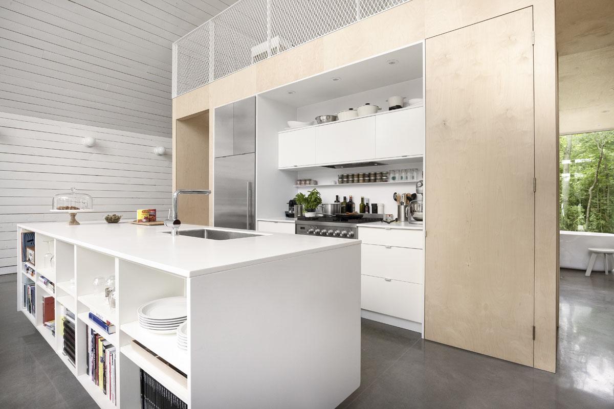 Un chalet d architecte au plafond cath drale fait r ver dans lanaudi re joli joli design - Islas de cocina y camareras ...