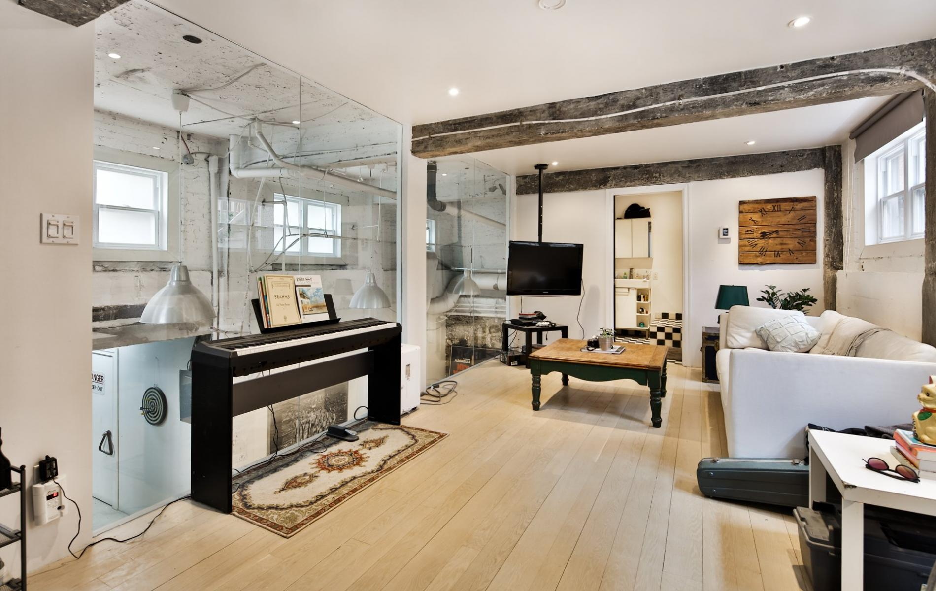 Cette petite maison vendre sur le plateau mont royal est for Design architecture maison