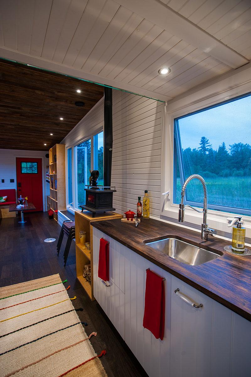 la greenmoxie la plus spacieuse et cologique des mini maisons joli joli design. Black Bedroom Furniture Sets. Home Design Ideas
