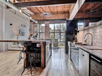 Ce spacieux loft complètement rénové est disponible sur la rue Amherst à Montréal