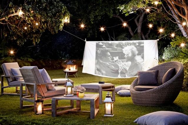 Des inspirations pour se b tir un romantique petit cin ma maison ext rieur joli joli design - Luces para patios ...