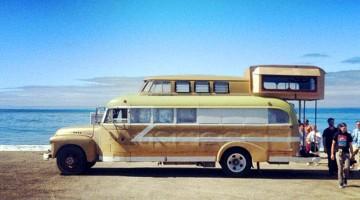 Il transforme un autobus scolaire en mini maison et veut for Micromaisons minimaliste