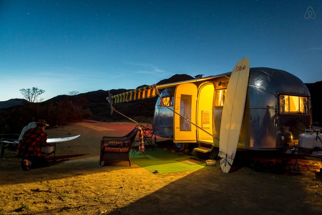 5 caravanes sur le site airbnb qui vont vous faire r ver joli joli design. Black Bedroom Furniture Sets. Home Design Ideas