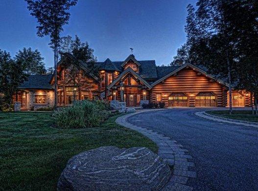 Une impressionnante maison en bois rond de 4,5 millions ...