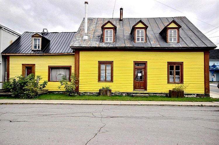 une charmante maison jaune en vente pour 69 000 30. Black Bedroom Furniture Sets. Home Design Ideas