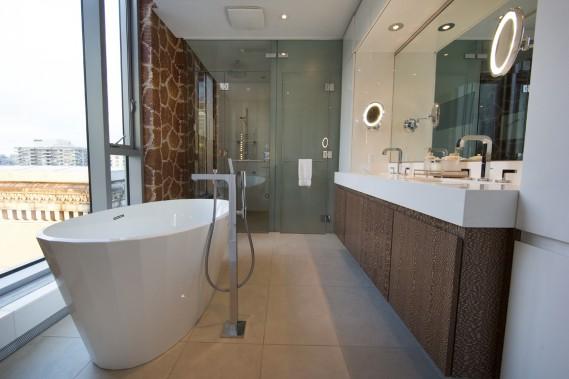 941925-salle-bains-attenante-chambre-principale