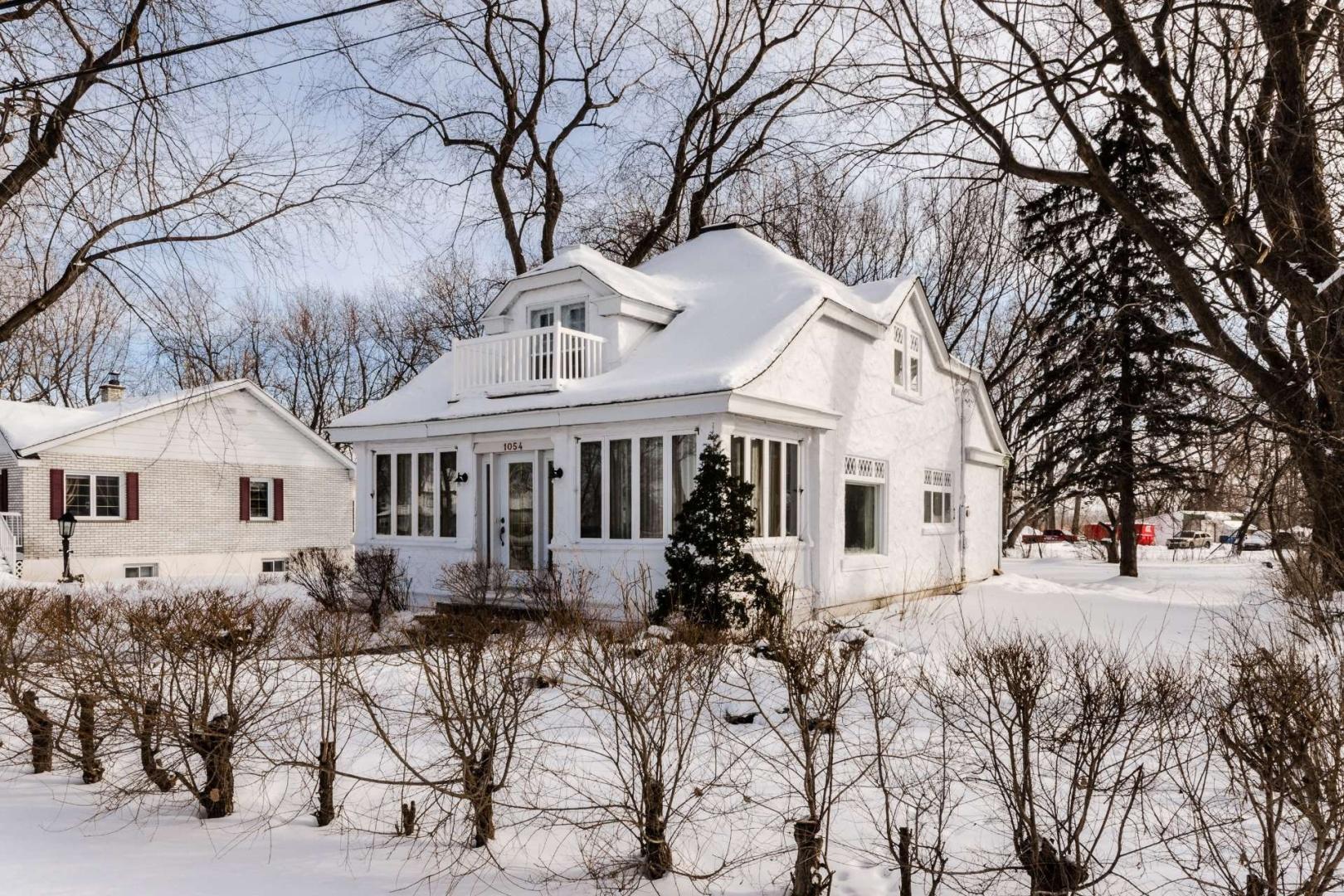 Maison-etages-boucherville-vieux-village-joli-Design-Quebec-01