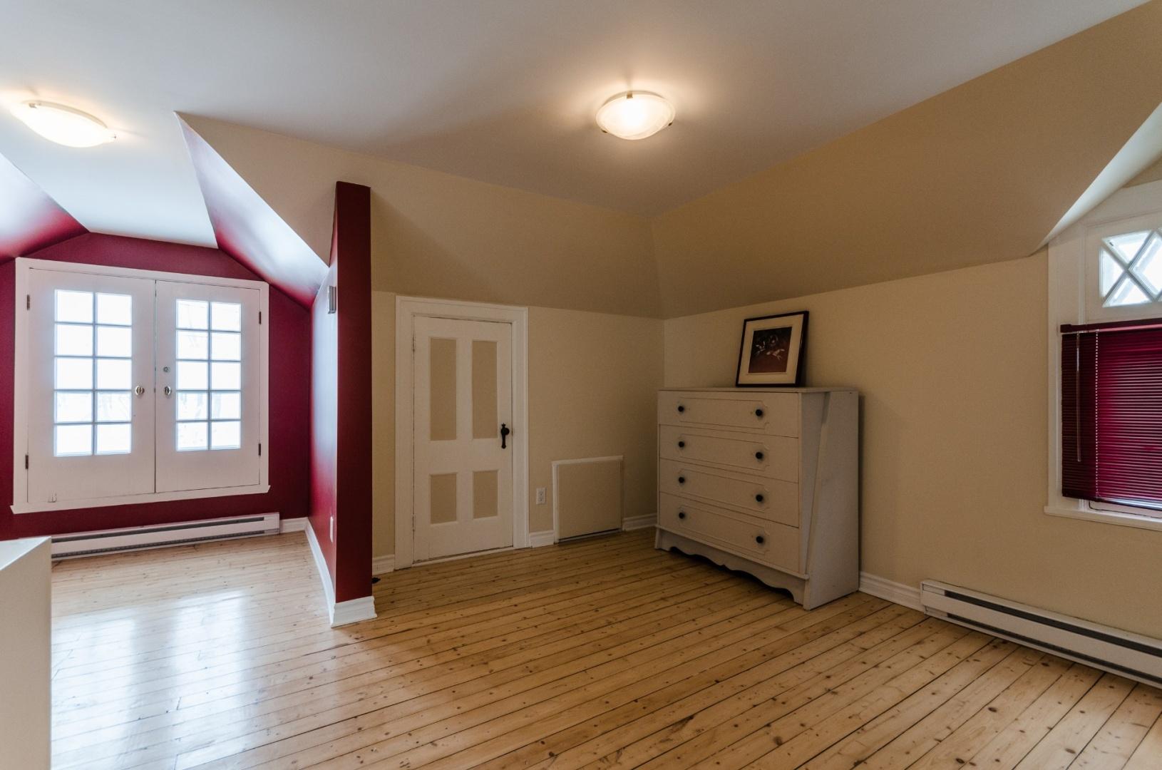 Maison-etages-boucherville-vieux-village-joli-Design-Quebec-09