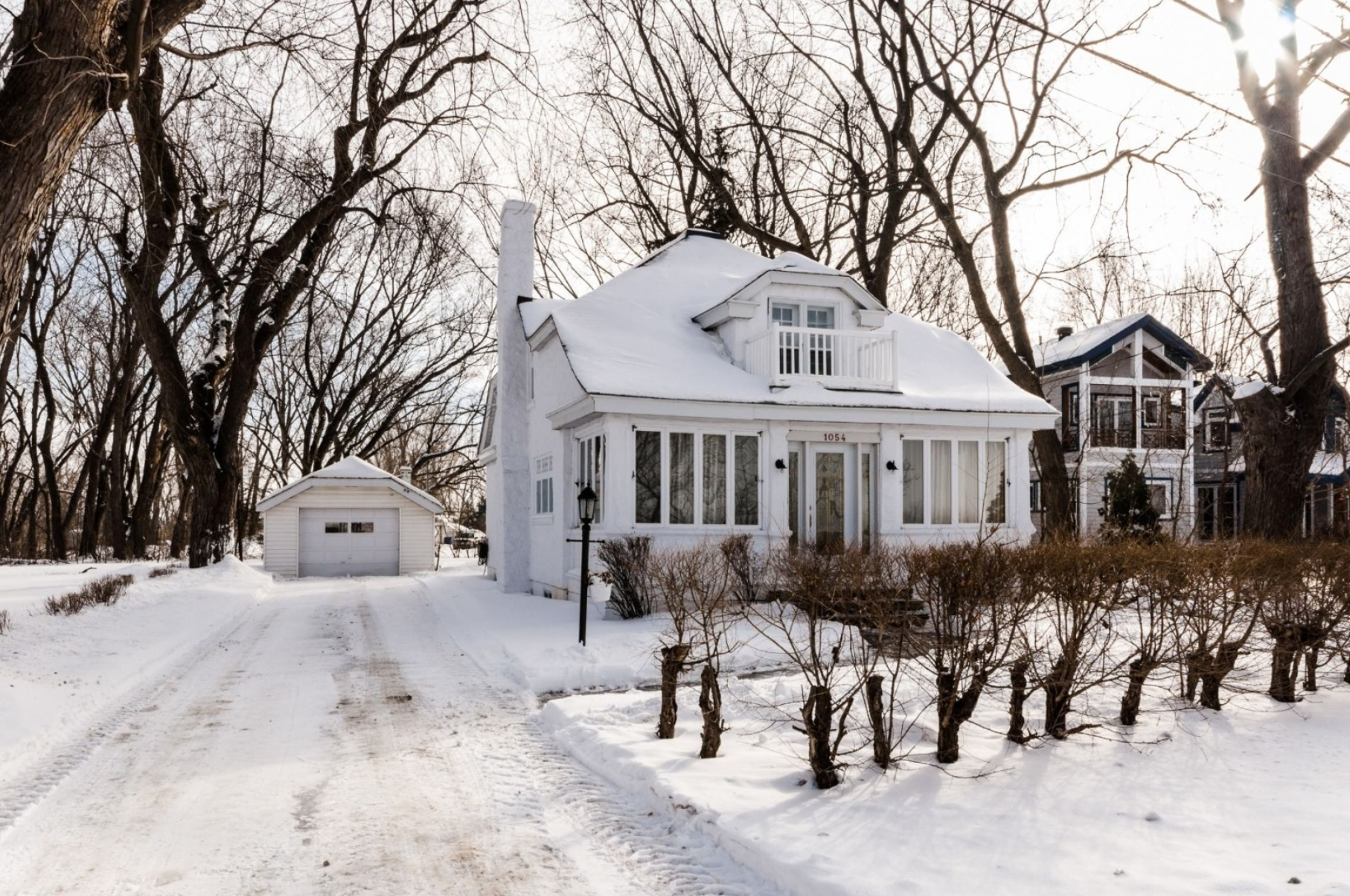 Maison-etages-boucherville-vieux-village-joli-Design-Quebec-12