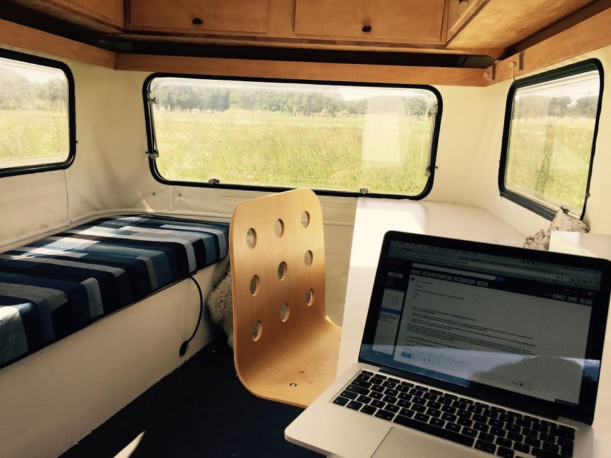 I-converted-a-vintage-caravan-into-a-mobile-office-space__880