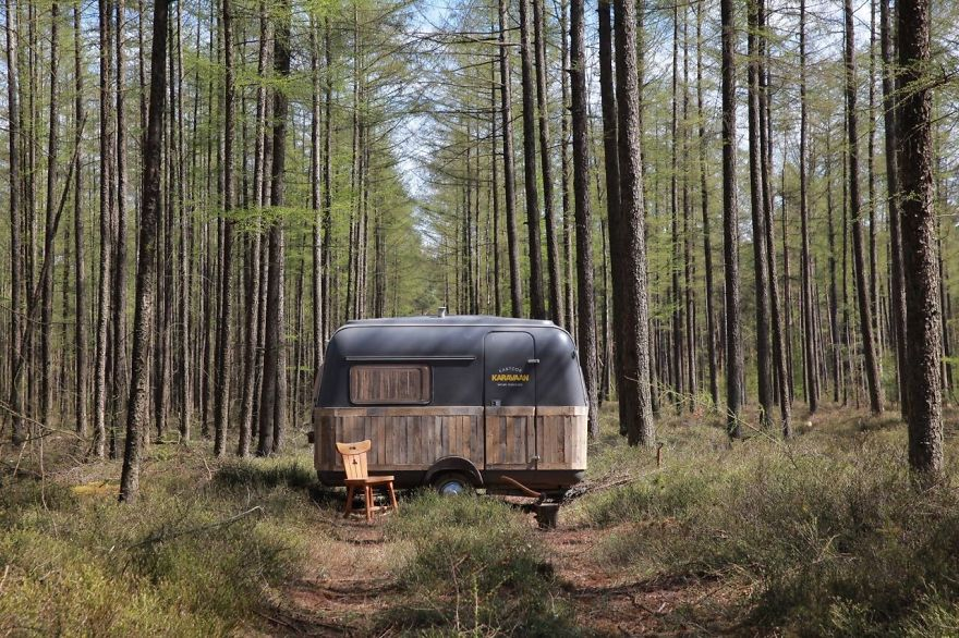 I-converted-vintage-caravan-into-mobile-office-space__880