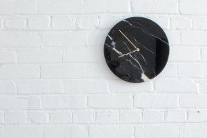 horloge-marbre-turquoise-obiekt-beau-design-noir