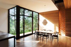 salle-manger-architecture-maison-foret-deco