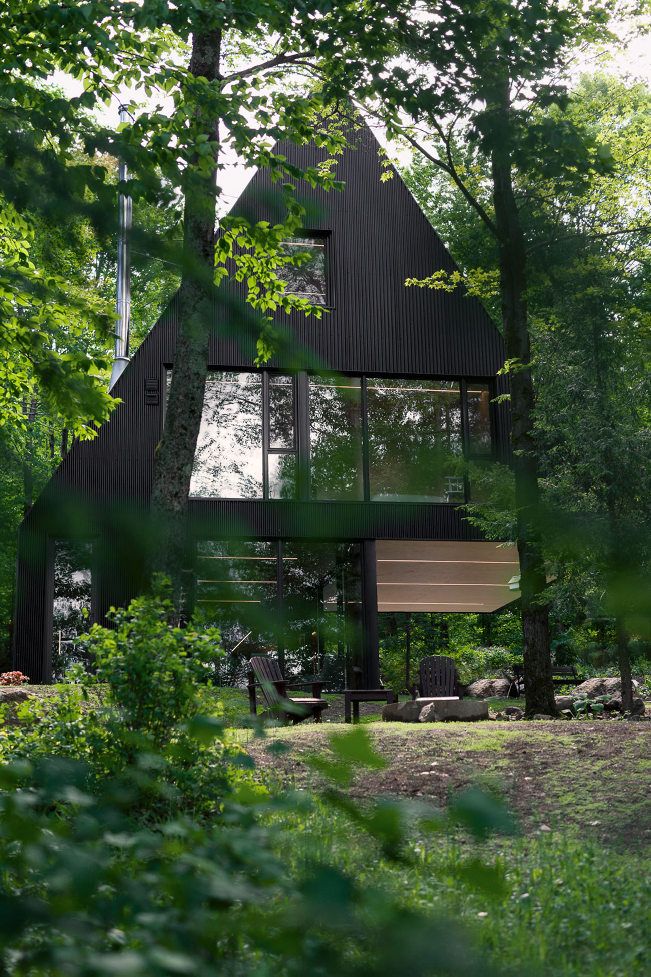Cette maison au toit triangulaire offre un r el design for Maison archi foret