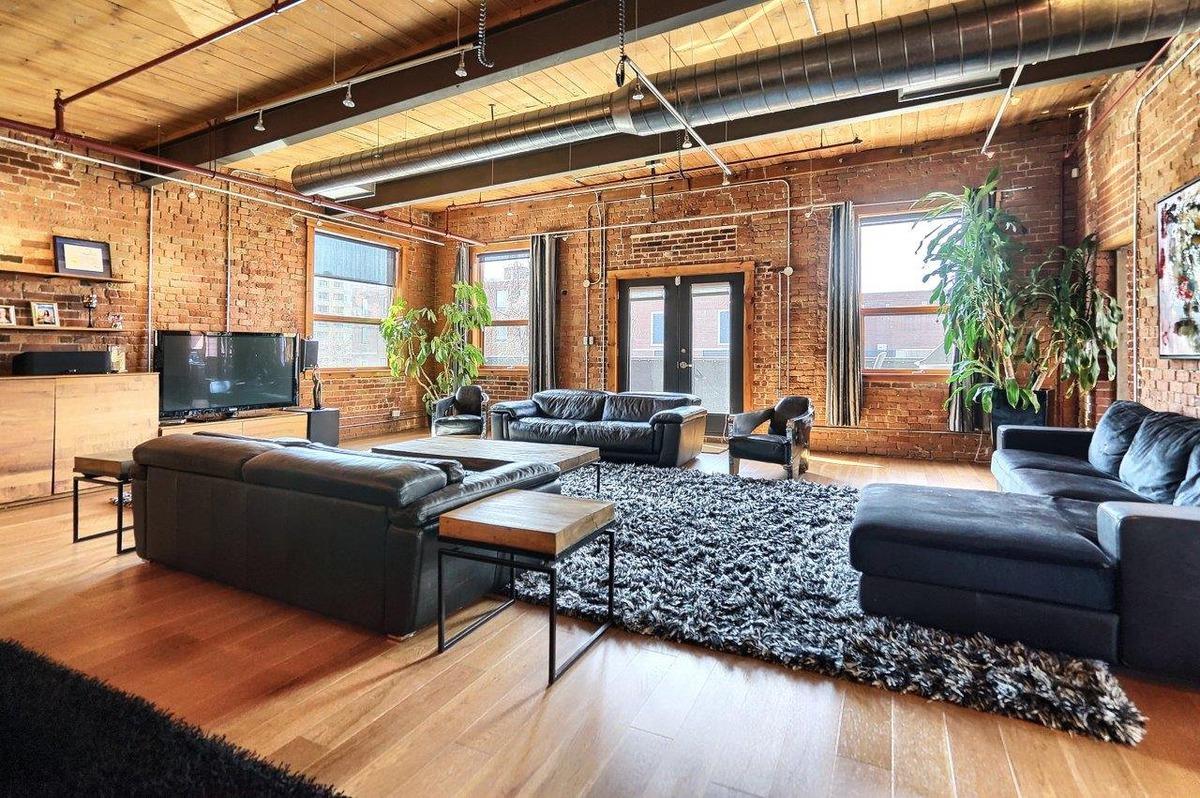 ce loft historique dans une ancienne usine de boulons d hochelaga maisonneuve est vendre. Black Bedroom Furniture Sets. Home Design Ideas