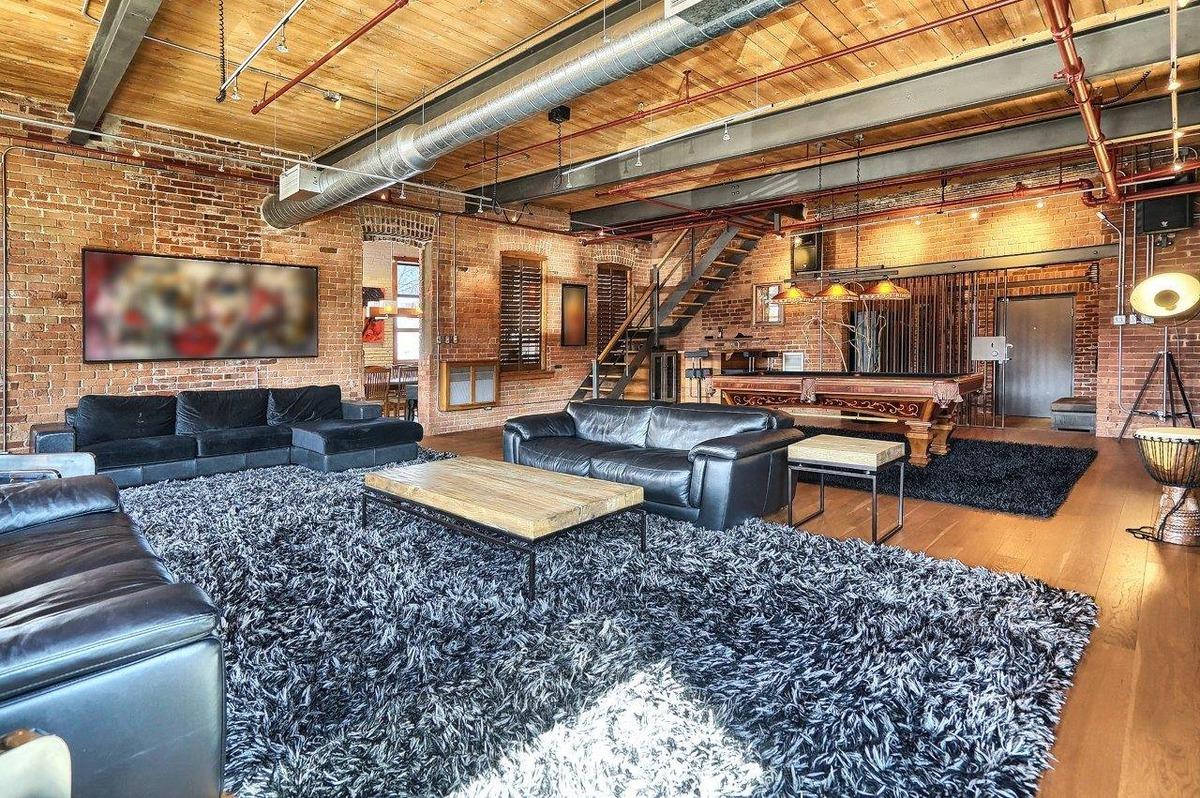 Ce loft historique dans une ancienne usine de boulons d hochelaga maisonneuve - Bar le loft montreal ...