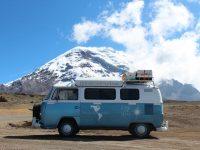 Ce couple parcourt les Amériques à bord d'une magnifique Kombi VW 1981 pour découvrir différentes cultures et éduquer les enfants