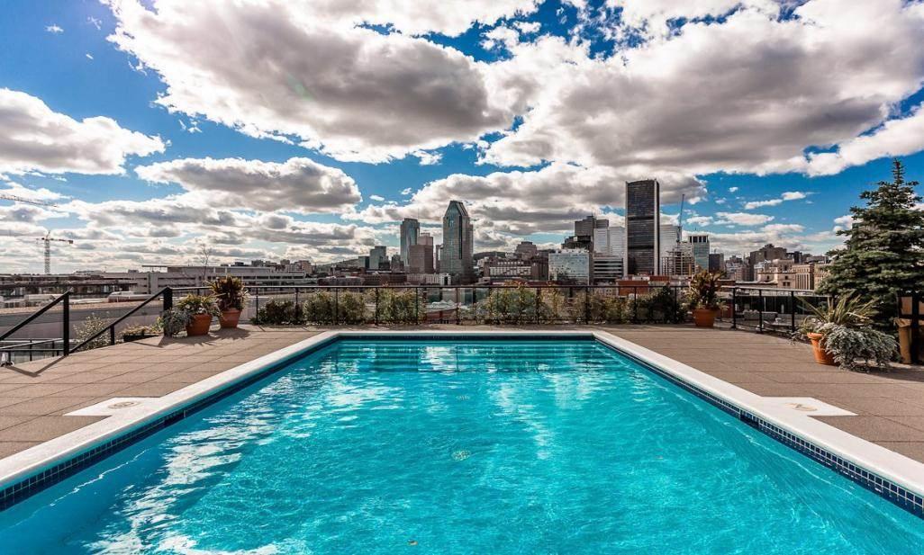 Le comble du luxe pour ce penthouse du vieux montr al en for Vente piscine montreal