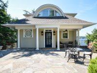 Boathouse à vendre au lac Brome : Voguer (presque) sur l'eau
