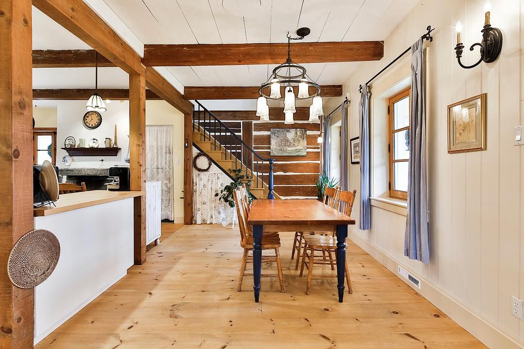 tout le monde tombe sous le charme de cette jolie petite maison saint jean sur richelieu. Black Bedroom Furniture Sets. Home Design Ideas