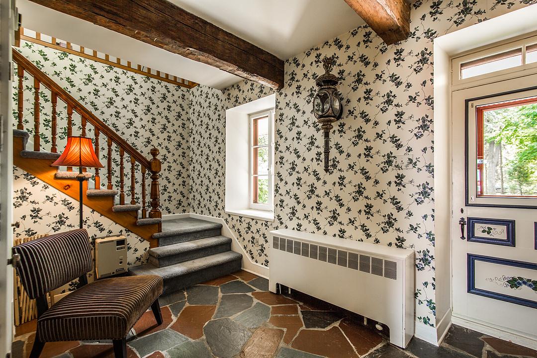 coup de c ur une adorable maison de pierre au style champ tre pr s de ch teauguay joli joli. Black Bedroom Furniture Sets. Home Design Ideas