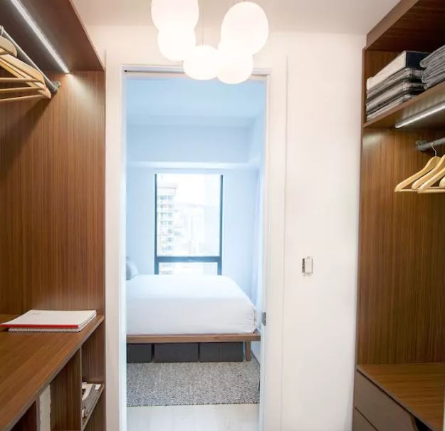 ce magnifique penthouse de la nouvelle tour des canadiens est louer sur airbnb joli joli design. Black Bedroom Furniture Sets. Home Design Ideas