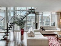 Ce chic penthouse à deux étages est présentement en vente à Montréal