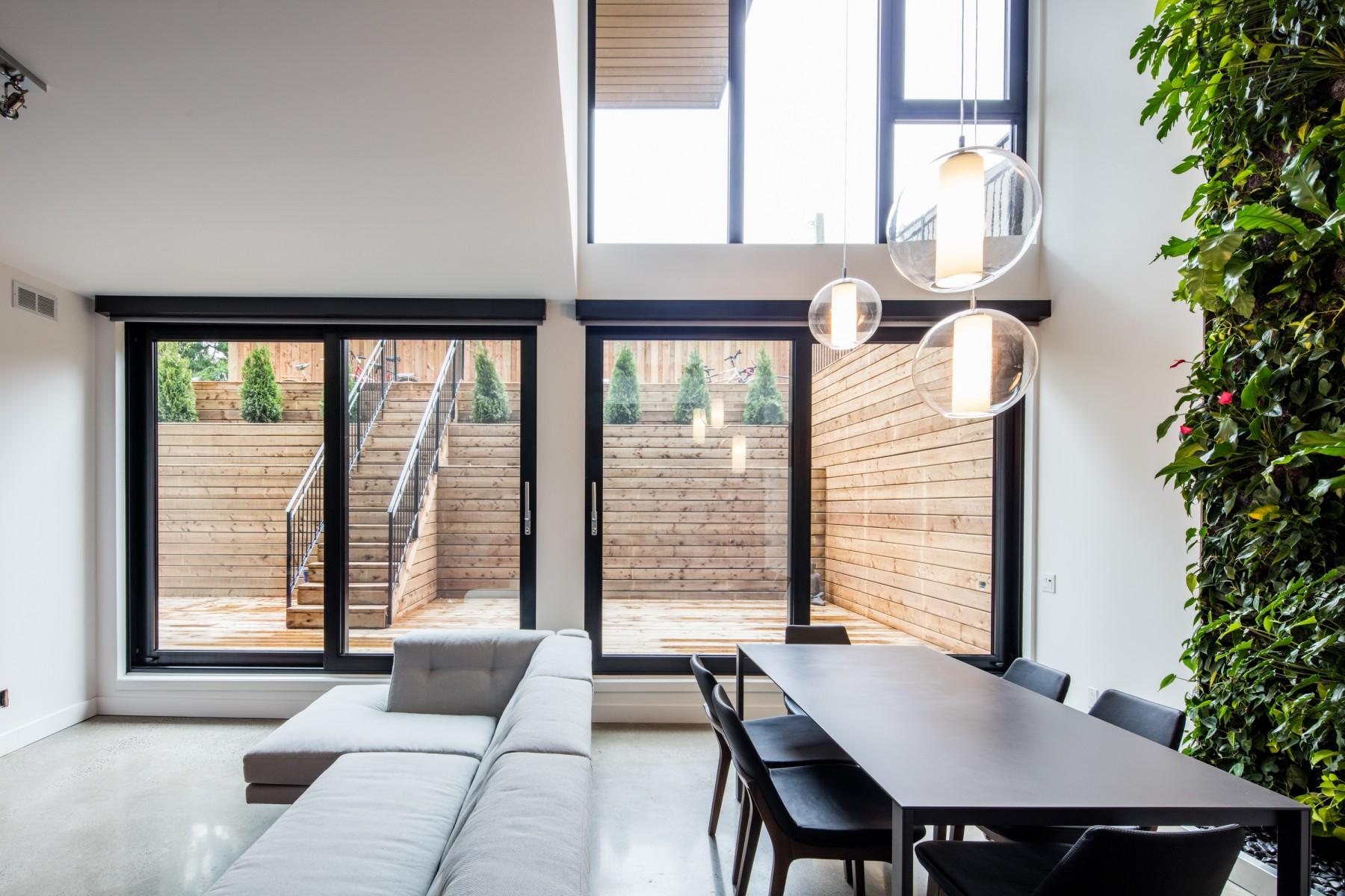 le treehouse de nouveaux condos avec un mur int rieur v g tal dans st henri joli joli design. Black Bedroom Furniture Sets. Home Design Ideas