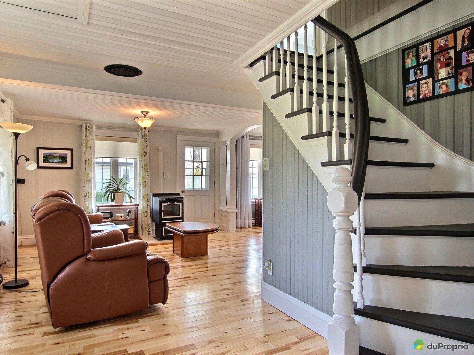 Cette jolie maison ancestrale remise au go t du jour est disponible pour 169 000 en mauricie for Jolie maison decoration
