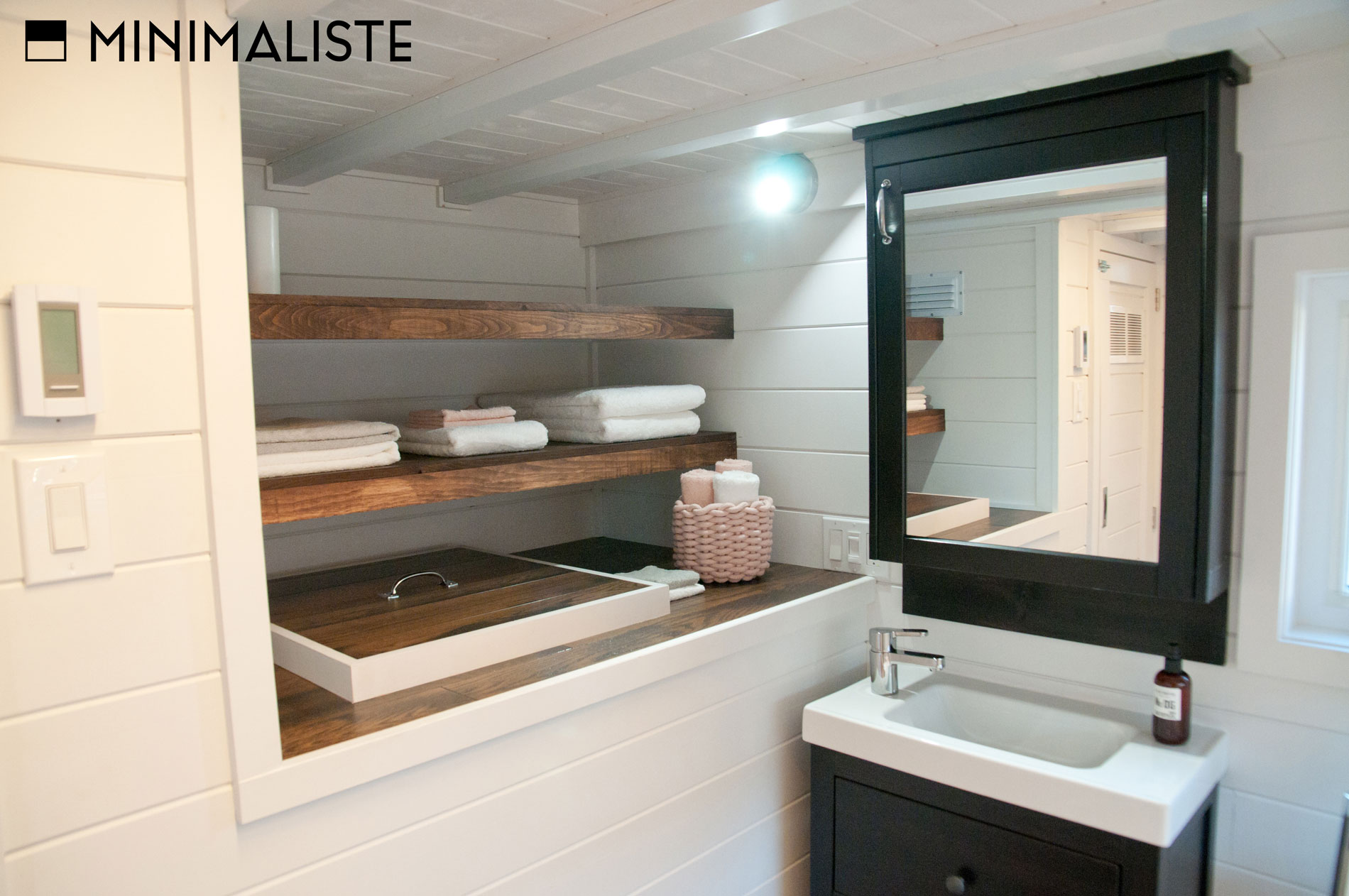 Le ch ne une jolie mini maison sur roues par l for Rangement maison minimaliste