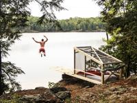 Cette cabane reliée à une plateforme de plongée est tout ce qu'il vous faut pour passer un été de fou