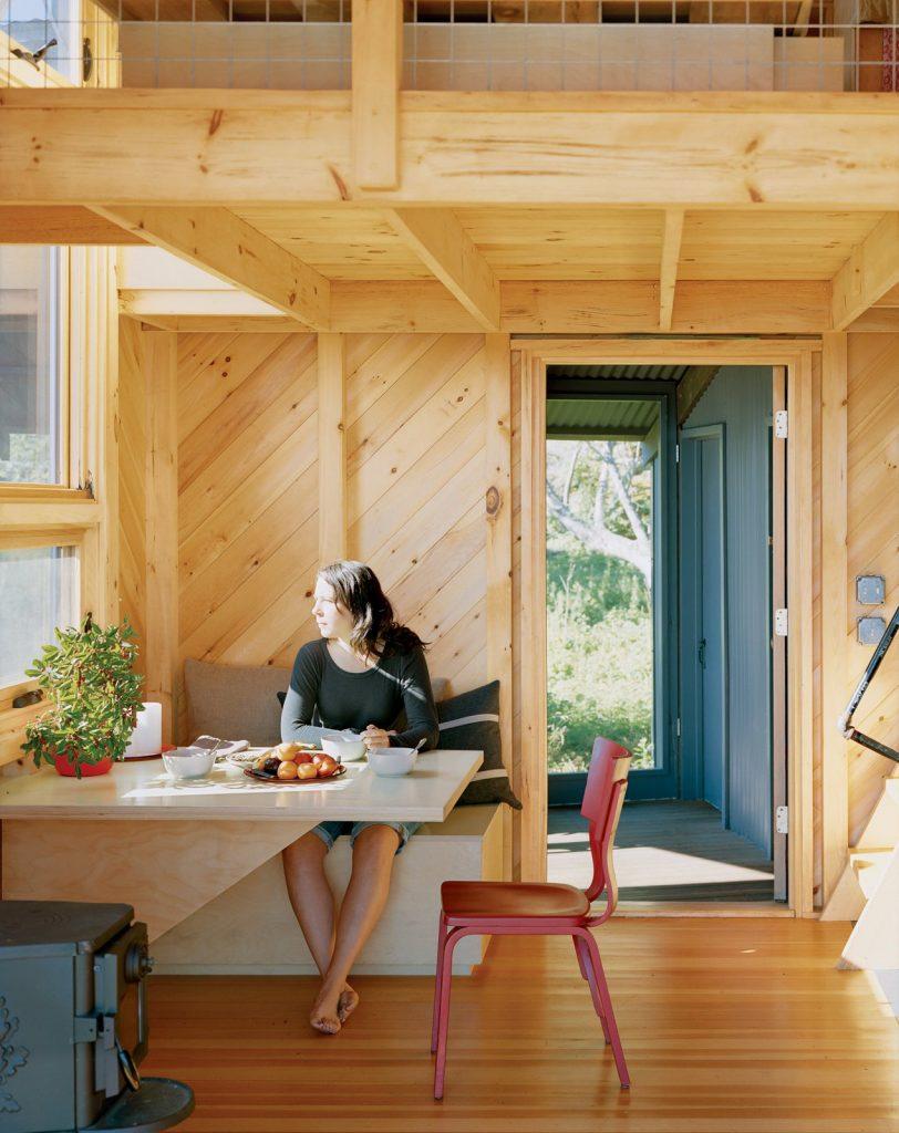 une architecte a construit cette mini maison co responsable pour son p re joli joli design. Black Bedroom Furniture Sets. Home Design Ideas