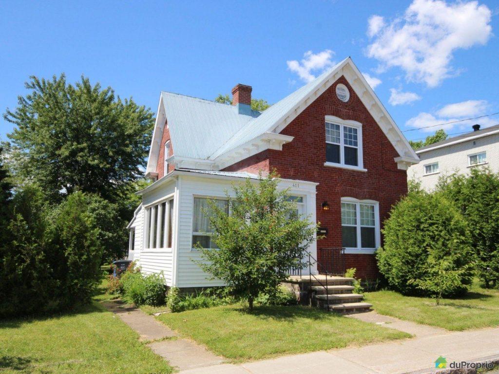 cette jolie petite maison deux tages est vendre pour moins de 150 000 en mauricie joli. Black Bedroom Furniture Sets. Home Design Ideas