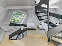 Cette impressionnante maison au concept architectural octogonal est présentement en vente à St-Nicolas