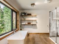 Une jolie maison en bois est présentement en vente à Eastman