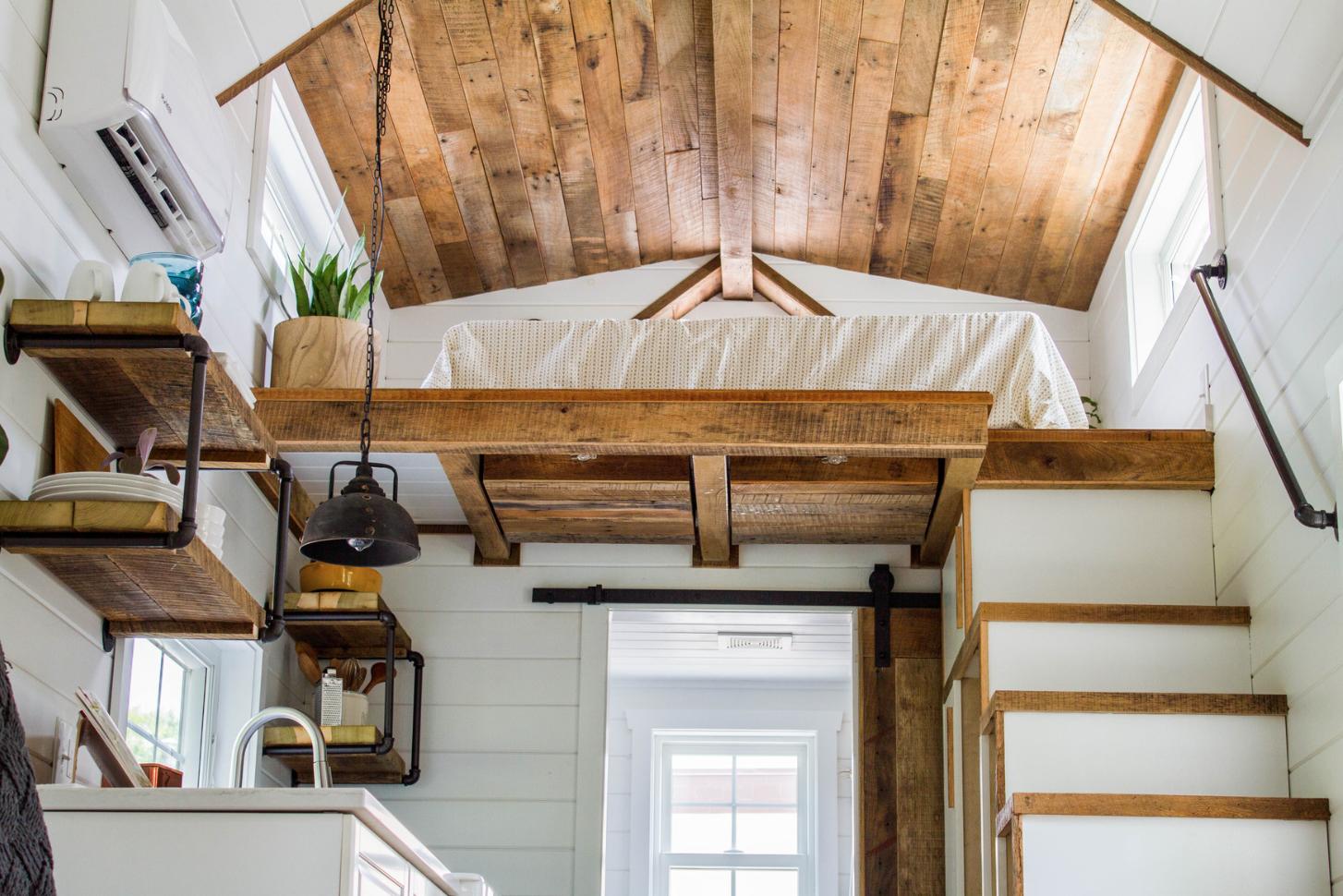 Cette mini maison est inspir e par le design d 39 une grange for Mini maison design