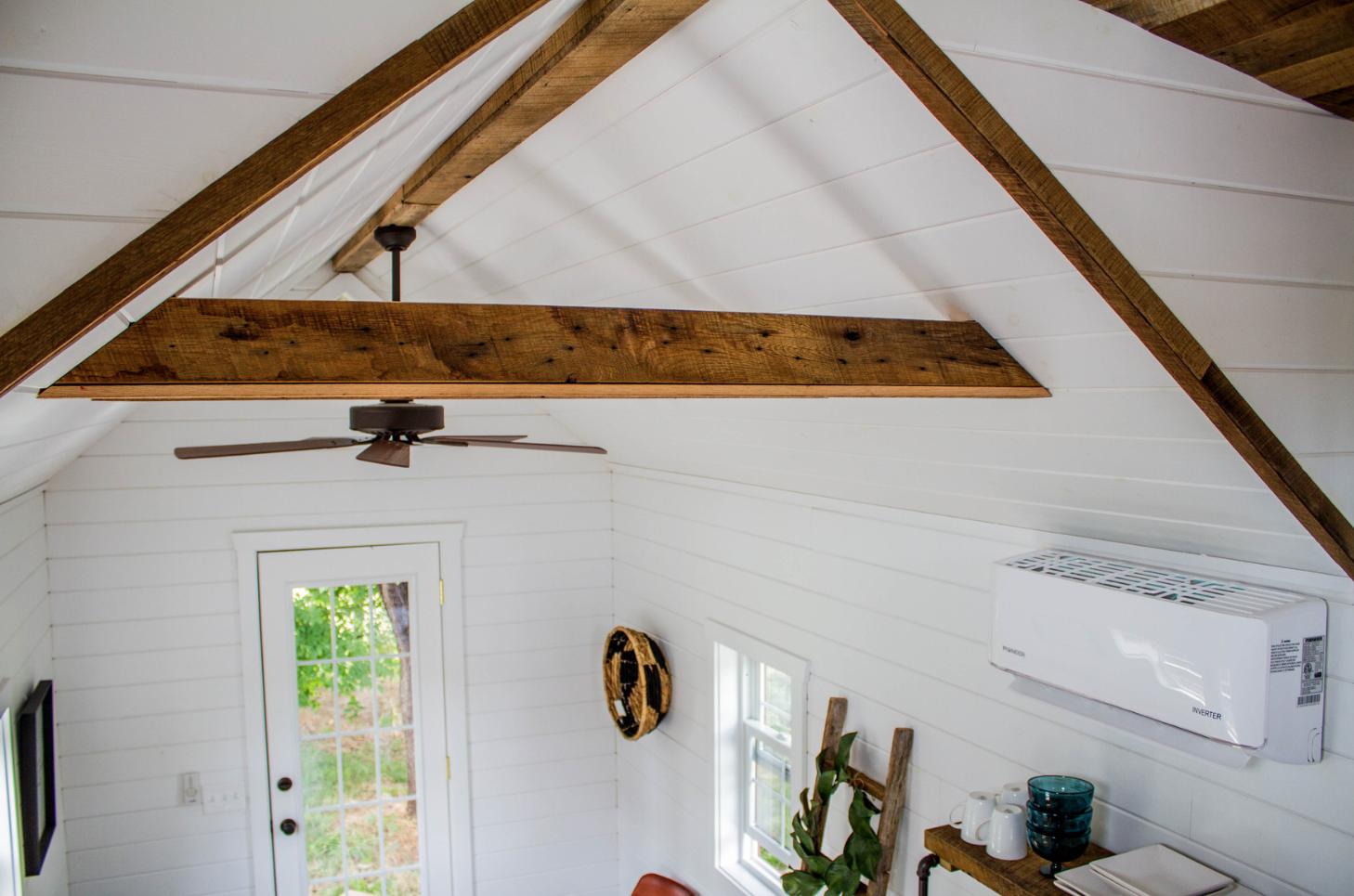 Cette mini maison est inspir e par le design d 39 une grange for Minimaliste mini maison