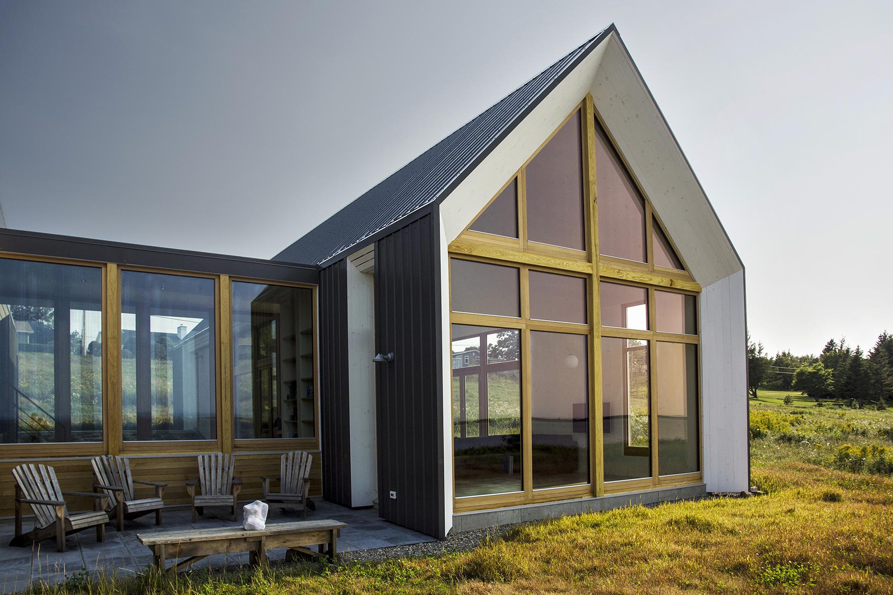 Les jumelles de splendides maisons de vacances dans la for Architecture fenetre