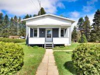 Cette jolie petite maison est en vente pour seulement 56 000$ en Mauricie